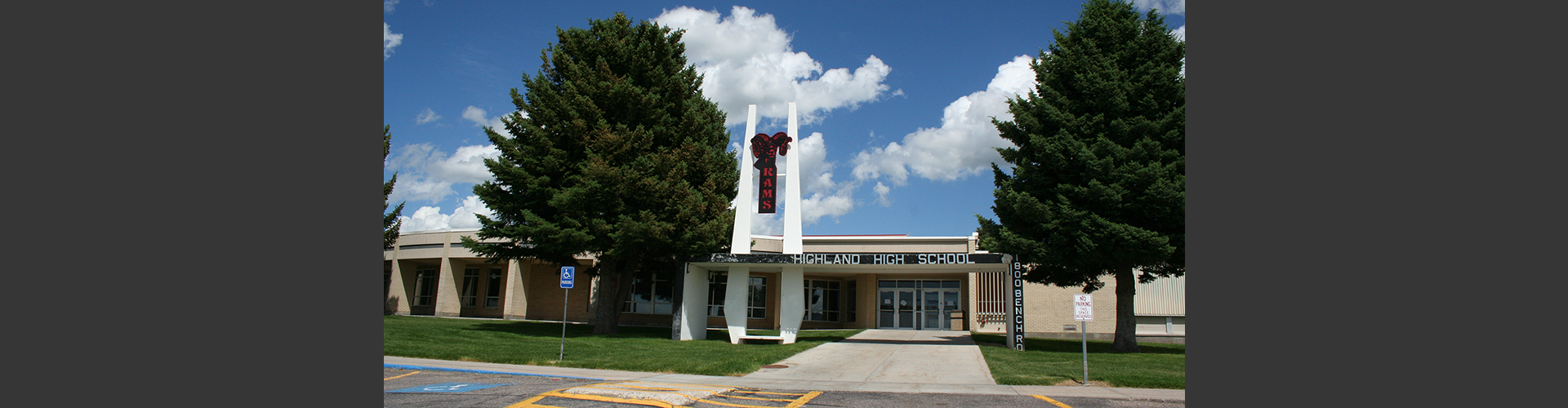 Picture of the front of Highland High School.